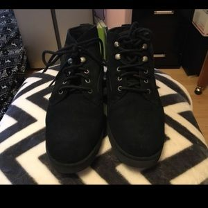 Bethany uggs! Only worn once !